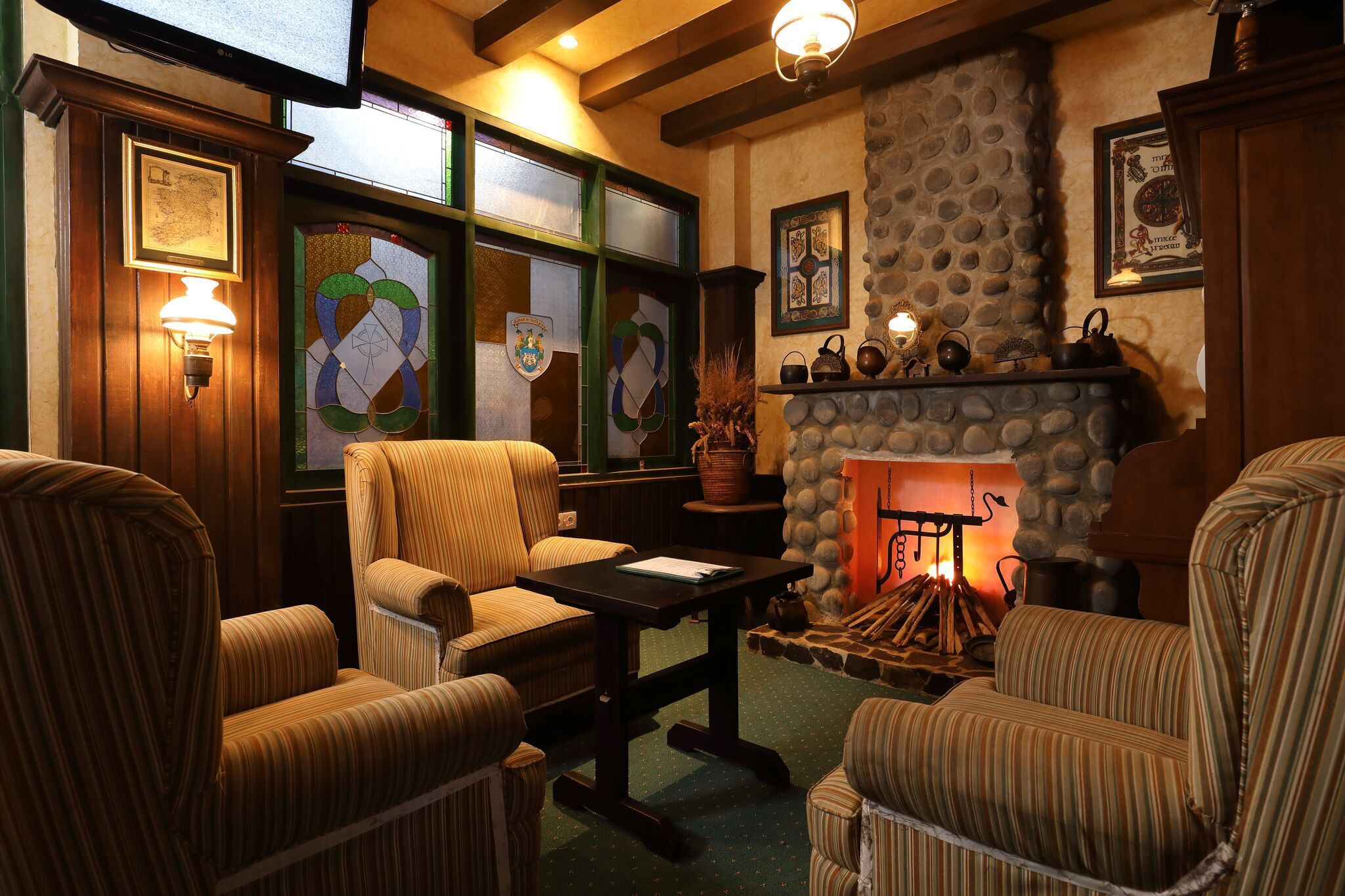 http://highend-traveller.com/the-brand-new-look-of-gracie-kellys-irish-pub/