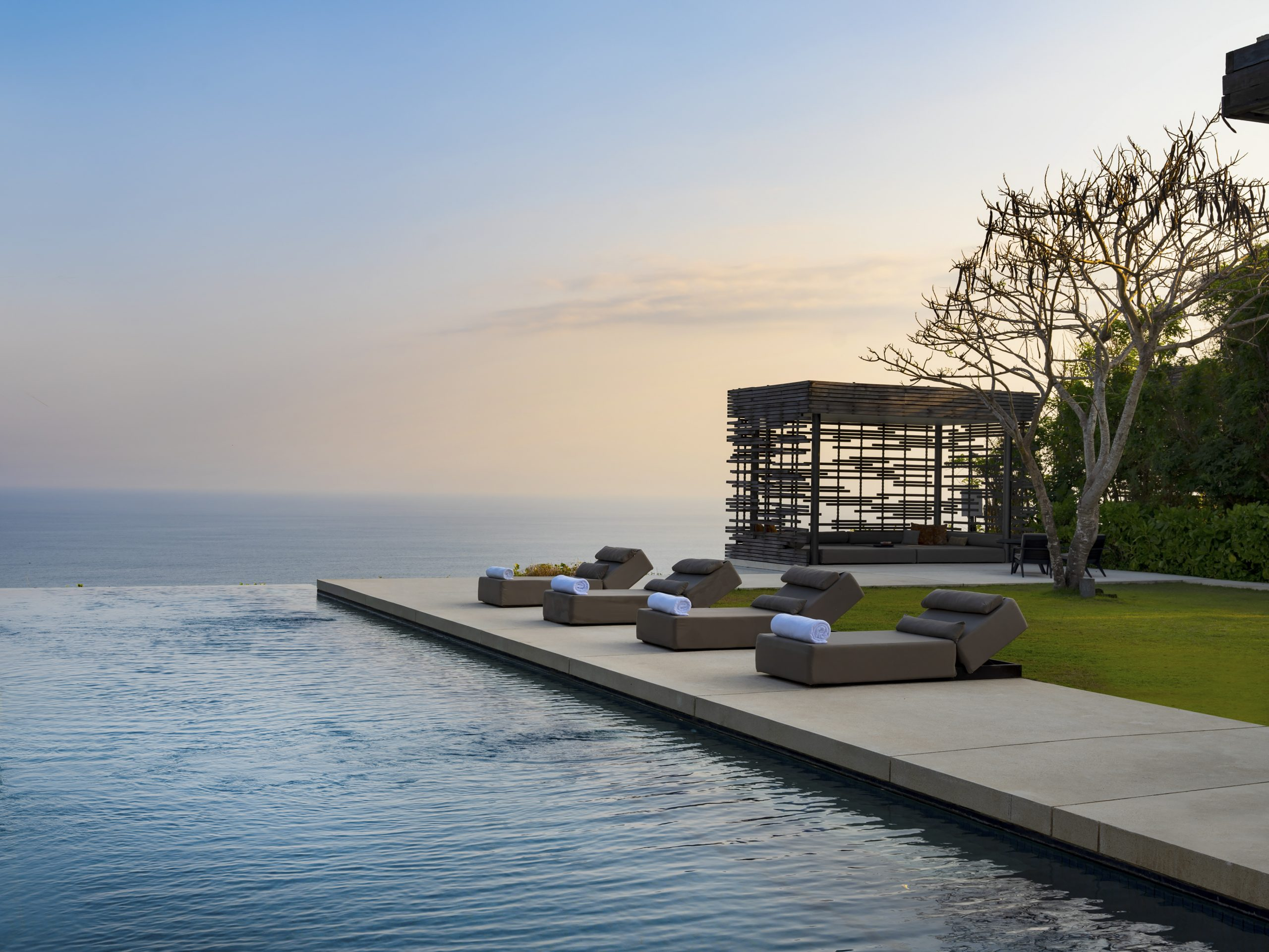 http://highend-traveller.com/alila-villas-uluwatu-gives-travel-purpose-with-a-gift-to-empower-travelwithpurpose/