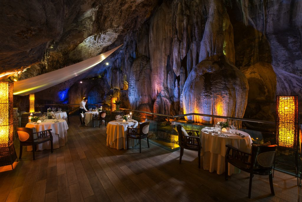 http://highend-traveller.com/the-banjaran-hotsprings-retreat-invites-guests-to-escape-and-embraces-nature-with-unique-cave-dining-experience/