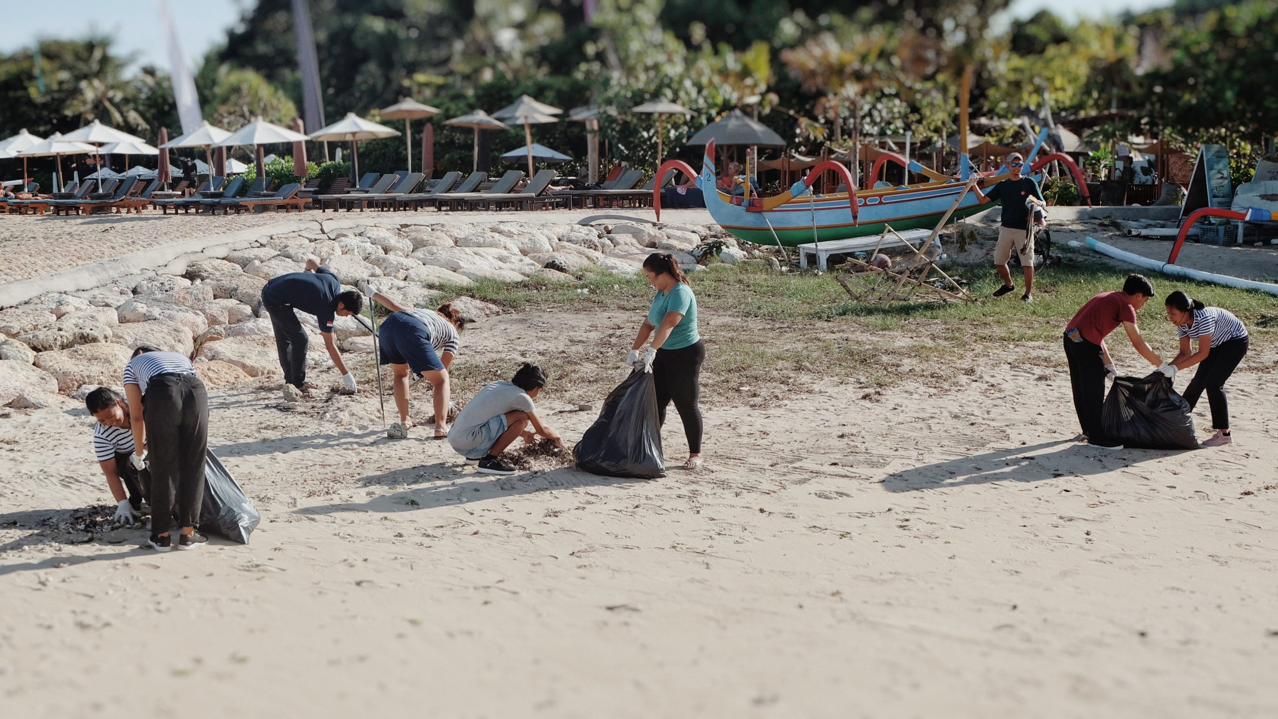 https://highend-traveller.com/supporting-national-environmental-day-artotel-sanur-held-general-cleaning-and-beach-clean-up/