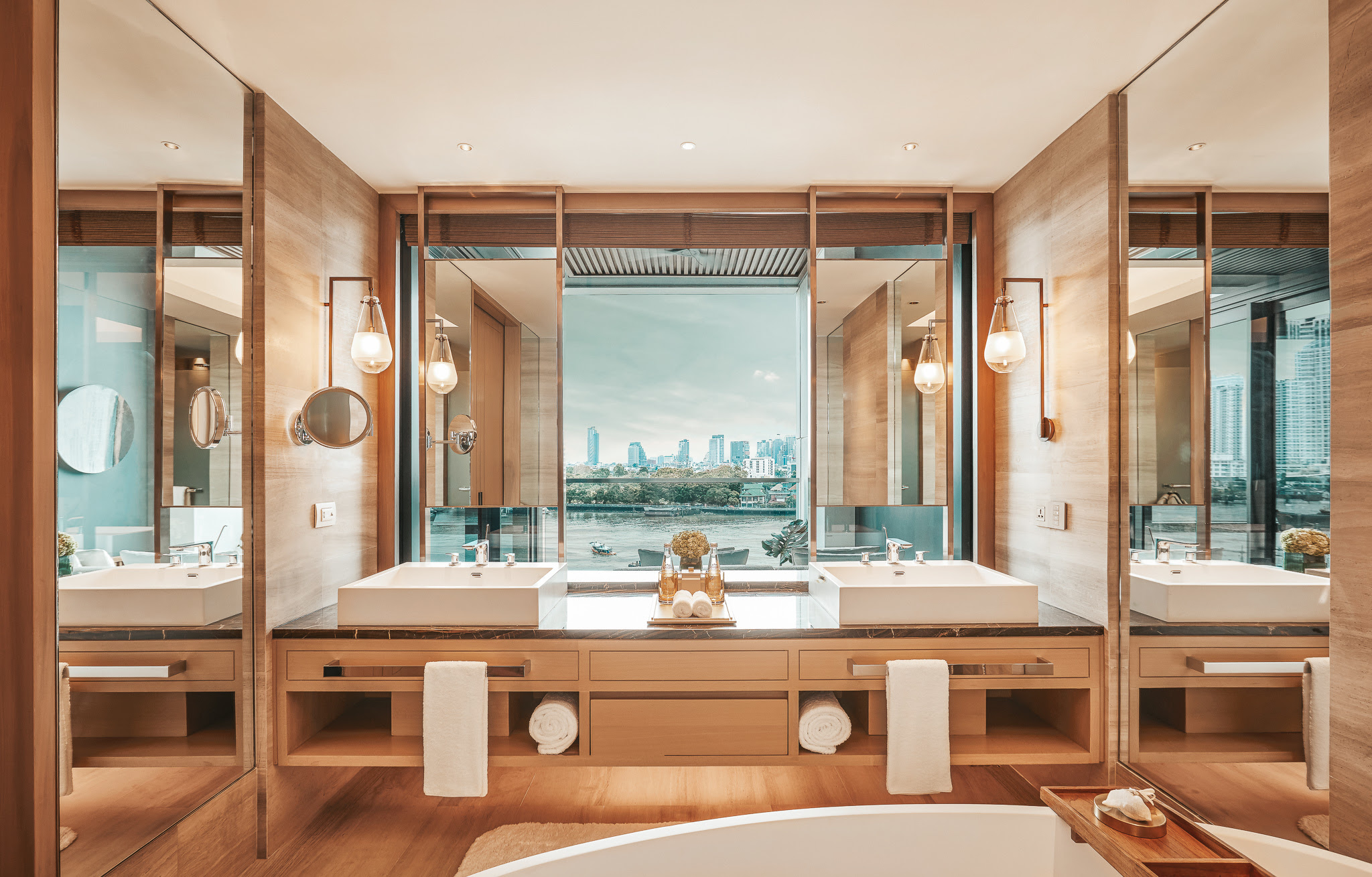 https://highend-traveller.com/capella-bangkok-opens-for-reservations-ahead-of-its-launch-on-the-chao-phraya-river-on-october-1st-2020/