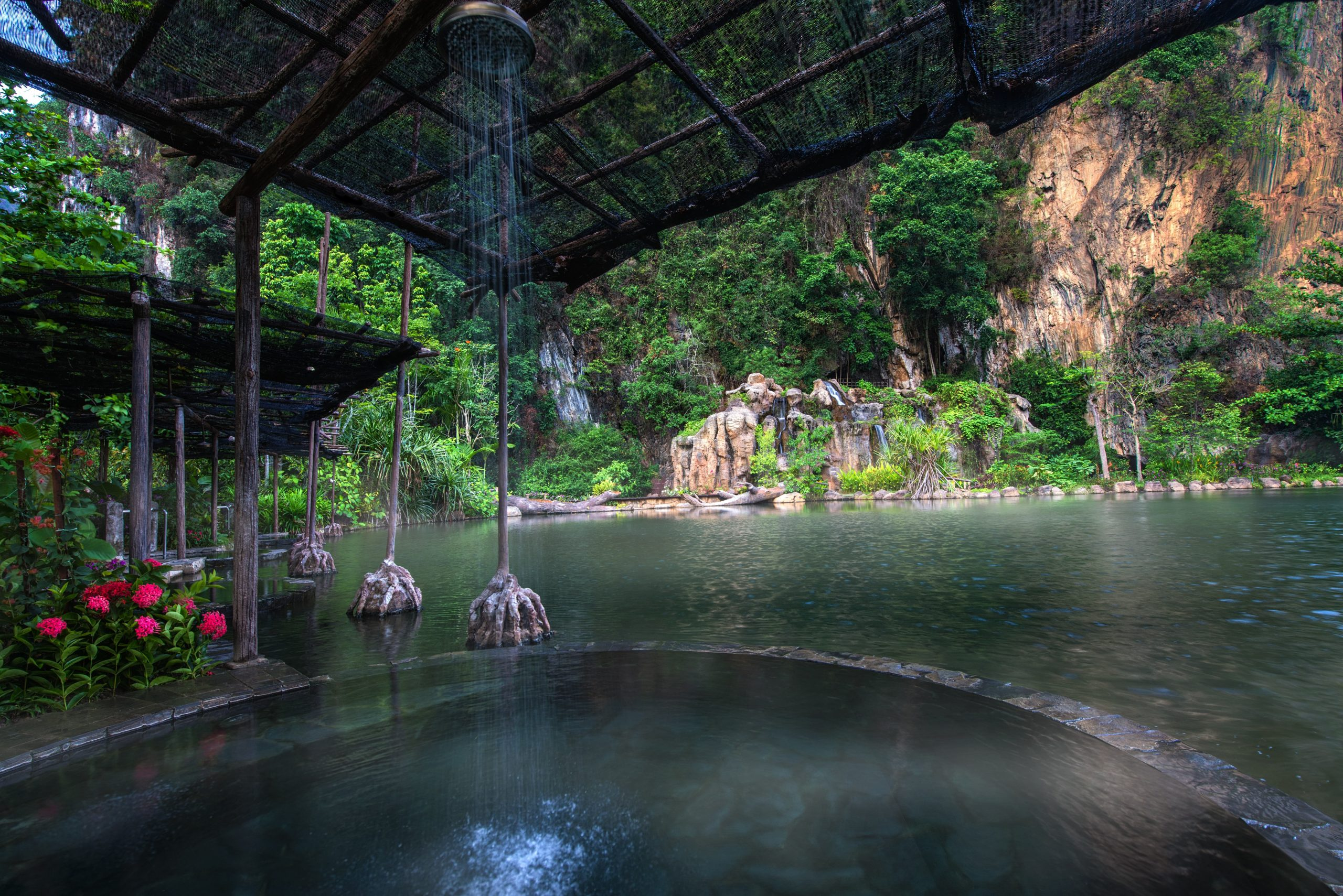 https://highend-traveller.com/the-banjaran-hotsprings-retreat-invites-guests-to-escape-and-embraces-nature-with-unique-cave-dining-experience/