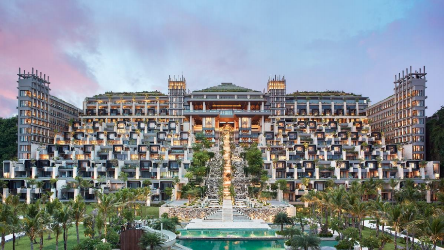 https://highend-traveller.com/world-luxury-hotel-awards-announces-the-apurva-kempinski-bali-as-the-global-overall-hotel-of-the-year/